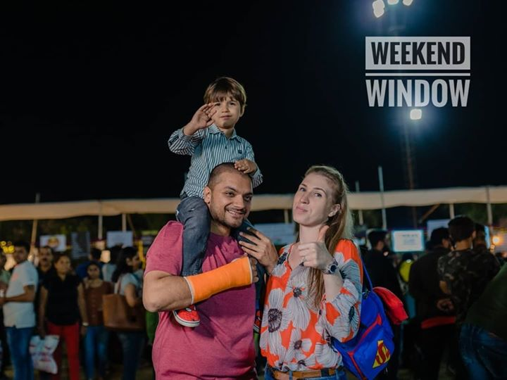 Weekday Warriors having a piece of their Weekend Fun.  Bookings for #WeekendWindow '17 open now! Check the link in the bio to grab a special early-bird discount.  Date: 24-25-26 April, 2020  #WindowToHappiness #Fleastival #Weekend #fun #Shopping #vibes #flea