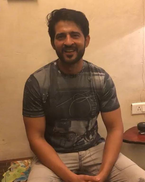 Drumroll!! 🎊 And @hitentejwani is here!!  Come meet and shop with him only at The Eclectic Edit today and tomorrow!   @knottytales_kt  #theeclecticedit #luxurylifestyle #shoppingday #festiveshopping #donotmiss #celebstudded #hitentejwani #hitentejwanifanclub
