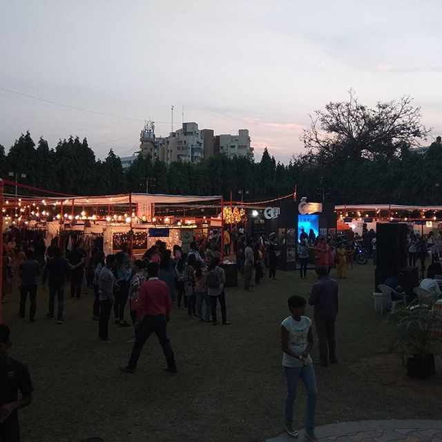 Baroda we are overwhelmed by your response......amazing vibes at The FLEAstival. Shopping, kids zone, workshops & much more. #weekendwindow #unbeatable #theideabaginc  2-3 Dec Alkapuri Club Lawn 4p.m. to 11p.m.