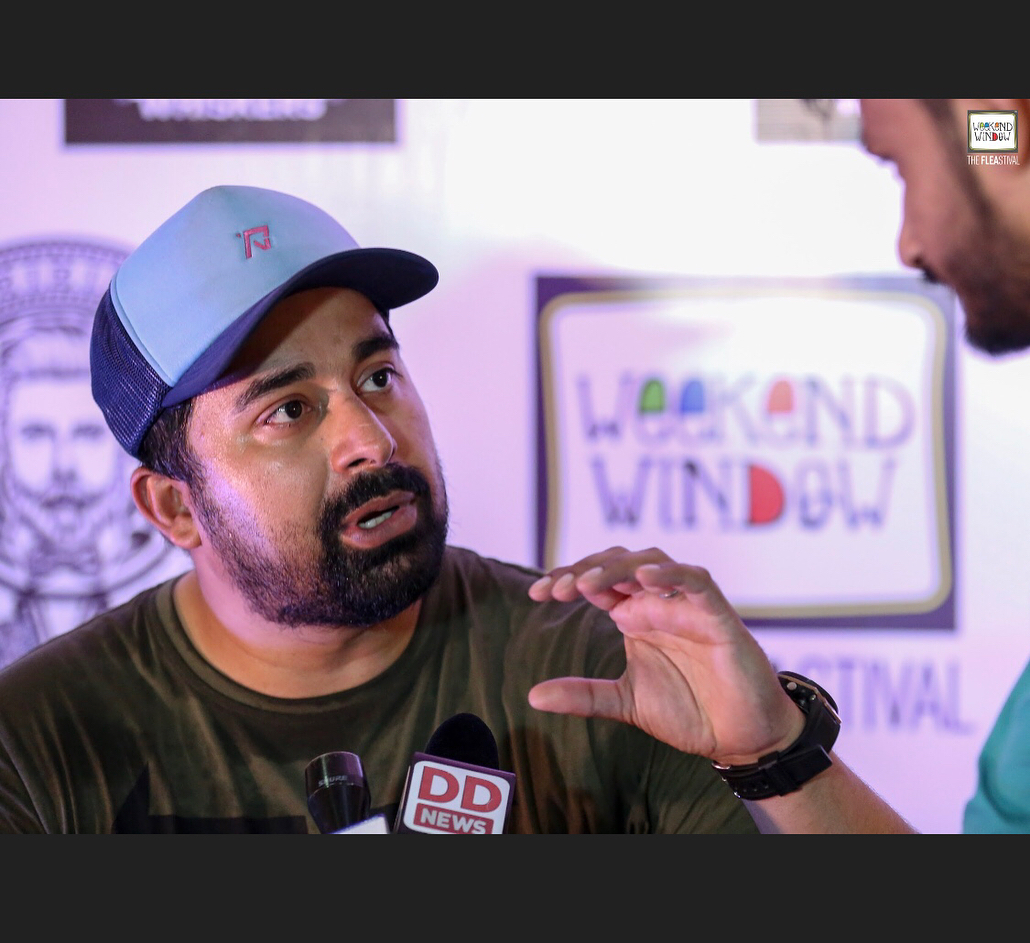 The new crazy...😍 He stole hearts, and made heads turn - @rannvijaysingha you were awesome! . . . #weekendwindow #whiskers #rannvijaysingha #mensshopping #grooming #celeb #celebration #fleamarket #ahmedabad #shopping #entertainment