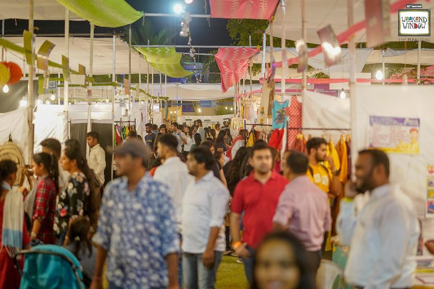 Glimpses of DAY 1 of the 15th Edition of Happiest FLEASTIVAL @weekendwindow 💙 Visit today & tomorrow to experience the madness! 4pm onwards .  #weekendwindow #windowtohappiness #fleamarket #fashionweekend #food #kidsfashion #artists #vibe #decor #instamood