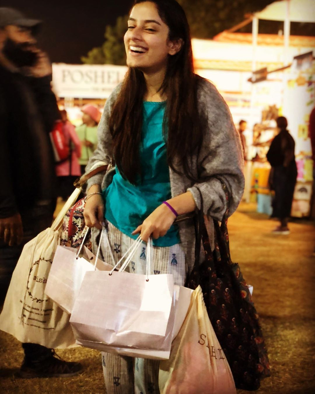 It's always shop o'clock at Weekend Window! . . . #shoppingbags #weekendwindow #shopping #Christmasandotherplans #chill #shopaholic #fun #FLEAstival